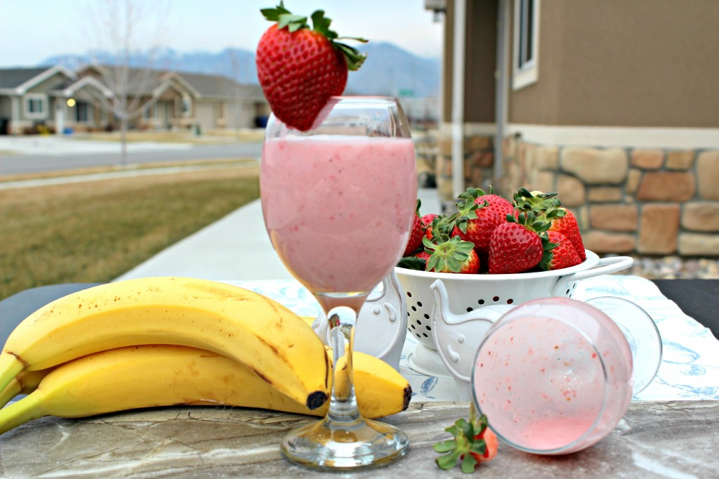 Strawberry Banana Yogurt Smoothie ~ The Complete Savorist