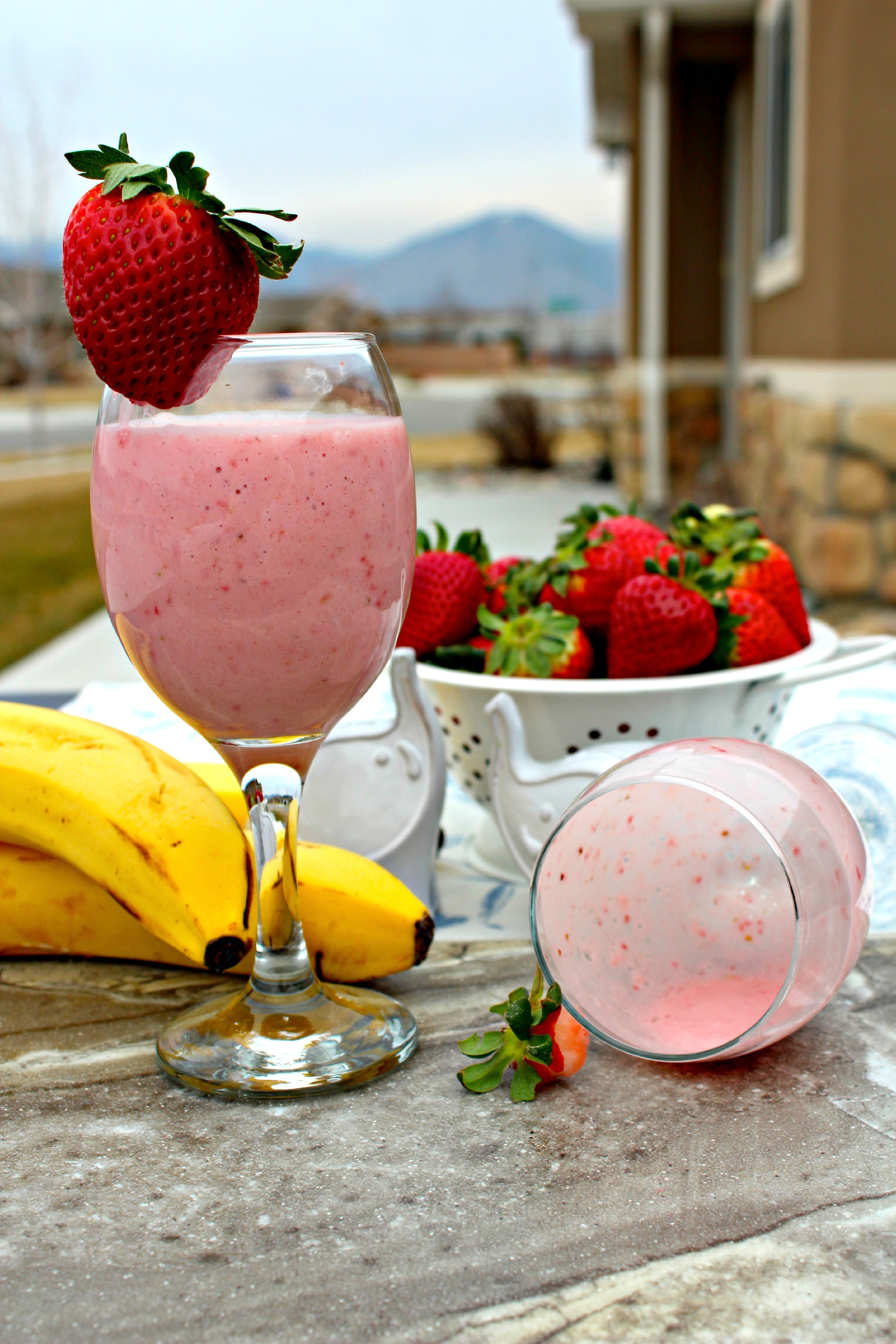Strawberry Banana Yogurt Smoothie ~ The Complete Savorist